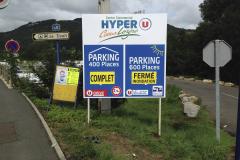 Hyper u parking pré-enseigne